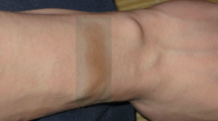 Avon Mark Bronzer Swatch